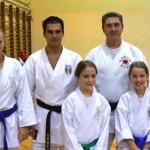 trener Janusz oraz zawodnicy klubu Harasuto wraz z Mistrzem Świata kata - Luca Valdesi